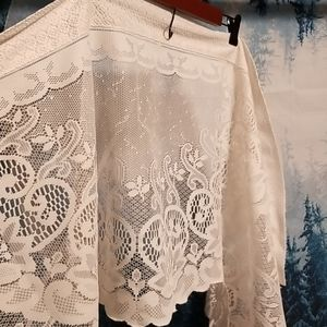 Vintage tapered valance, beautiful white lace
